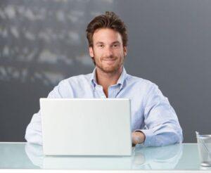 מומחי טכנולוגיה מסייעים לבעלי אוטיזם